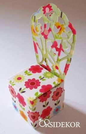 Köszönetajándék doboz virágos mintával (lapra szerelve)