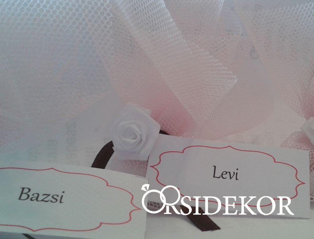 Köszönetajándék cukrozott mandulával rózsaszín tüllbe csomagolva