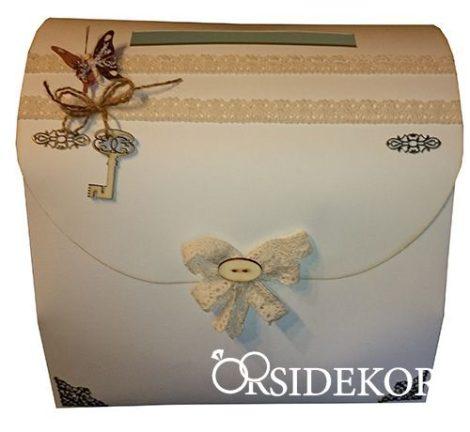 Vintage nászajándékgyűjtő doboz/persely csipkével és fa rátéttel