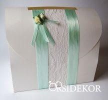 Nászajándékgyűjtő doboz/persely szalaggal, csipkével és virágdísszel