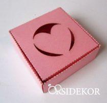 Köszönetajándék-doboz szív kivágással