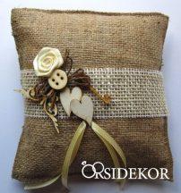 Juta gyűrűpárna vintage stílusban virággal és fa dísszel