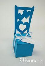 Székformájú köszönetajándék-doboz cukrozott mandulával, csokiszívvel
