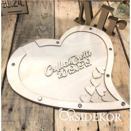 Keretes szív formájú vendégkönyv, bedobálható szívekkel