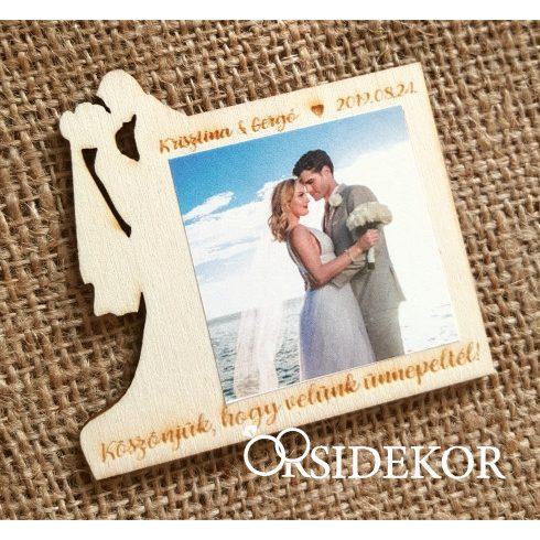 Fényképes fa hűtőmágnes, vőlegény-menyasszony