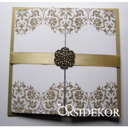 Esküvői meghívó szalaggal és fém dísszel