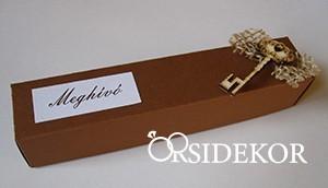 Dobozos esküvői meghívó jutával és fa kulccsal, 3x16 cm