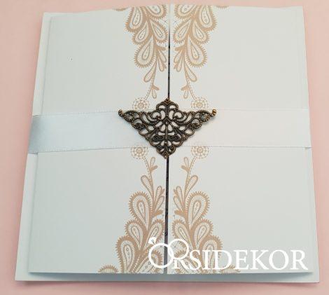 Esküvői meghívó fém pillangós dísszel