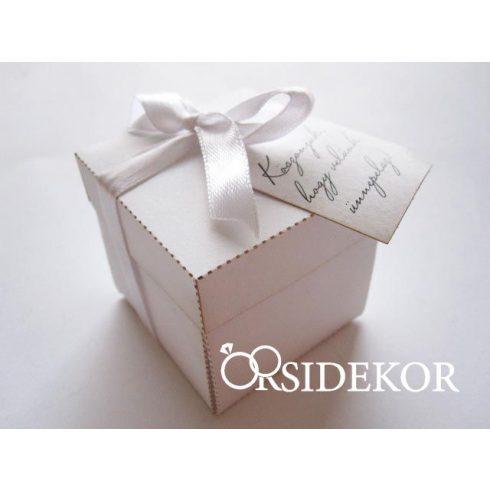 Fehér kocka köszönetajándék doboz fehér szalaggal és ajándékkísérővel