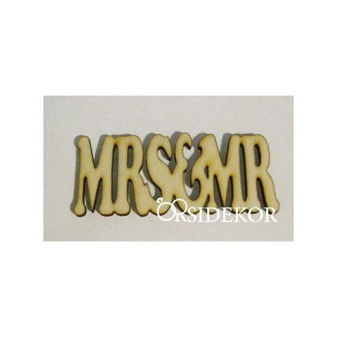 Mr&Mrs felirat fából