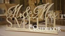 Mr & Mrs egyedi fa tábla