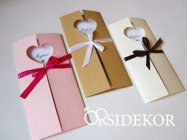 Esküvői meghívó szíves kivágással és szalaggal