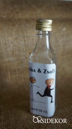 Pálinkás üveg egyedi matricával
