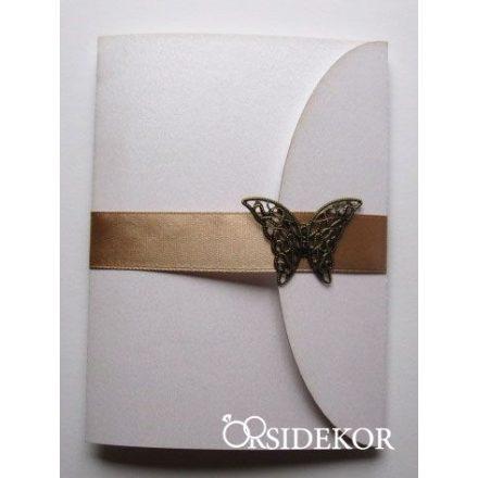 Esküvői meghívó szalaggal és fém pillangós dísszel