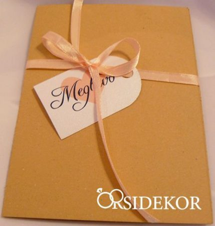 Borítékos esküvői meghívó szalaggal