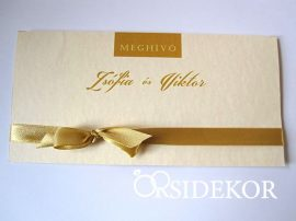 Elegáns esküvői meghívó szalaggal díszítve